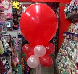 Red 17inch with 8 Mini Balloons