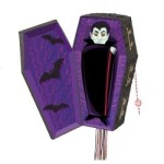 PINATA VAMPIRE WITH HINGED COFFIN LID